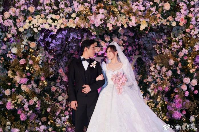 Đám cưới Đường Yên - La Tấn gây sốt với bộ áo cưới truyền thống thêu chỉ vàng