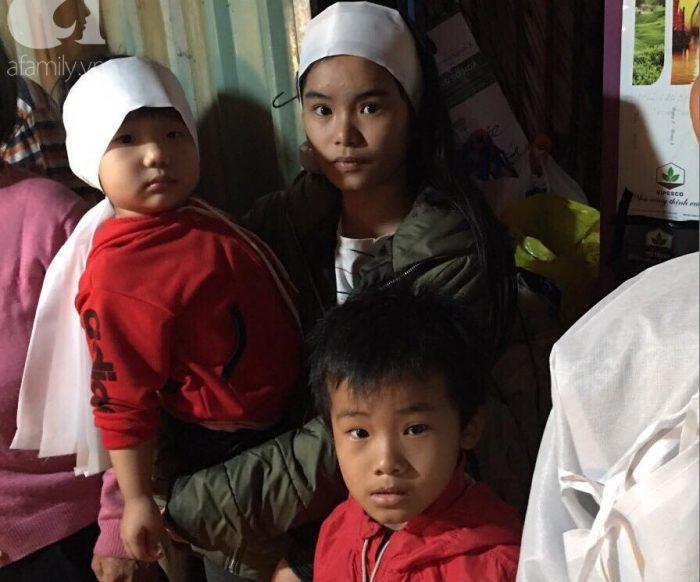 Bố chết đuối khi cứu vườn rau trong bão, 3 đứa con thơ ngơ ngác chưa hiểu chuyện gì.11