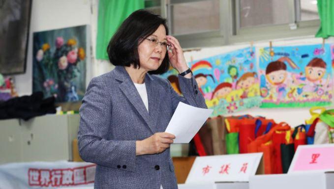 Bà Thái Anh Văn từ chức, ai sẽ tiếp chiến Trung Quốc? - H1