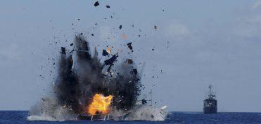 Vi phạm chủ quyền, tàu cá  Trung Quốc bị bắn nổ tung trên biển
