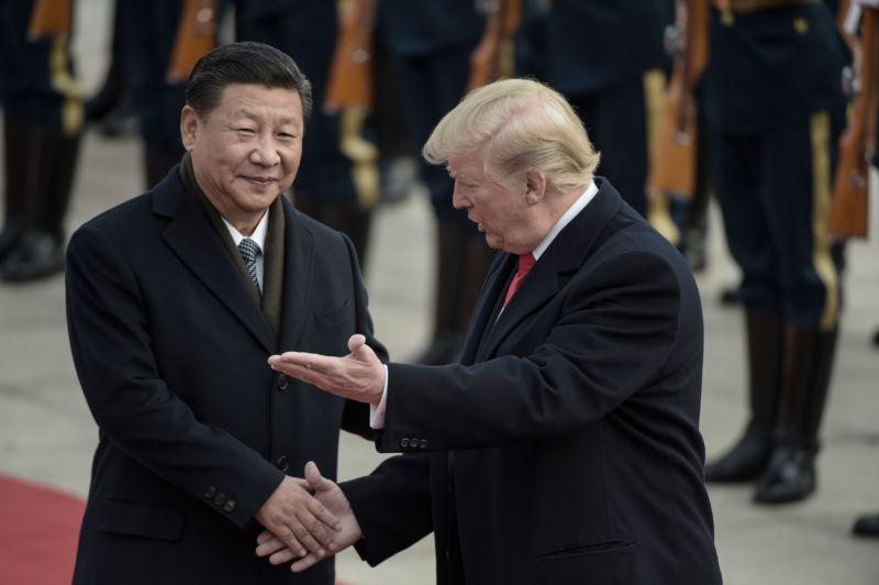Ông Tập (trái) đón Trump tới thăm Bắc Kinh tháng 11/2017. (Ảnh qua: Reuters)