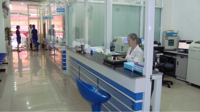 Các tư vấn viên phòng khám có người Trung Quốc vẫn sẵn sàng dẫn sản phụ mang thai trên 20 tuần tuổi đến phá.