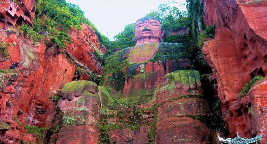 Xuất hiện vết nứt trên tượng Lạc Sơn Đại Phật phải chăng lại là điềm báo về điều gì? Ảnh 1