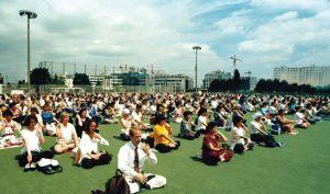 Thiền định tập thể mang lại sự an hòa cho toàn thế giới