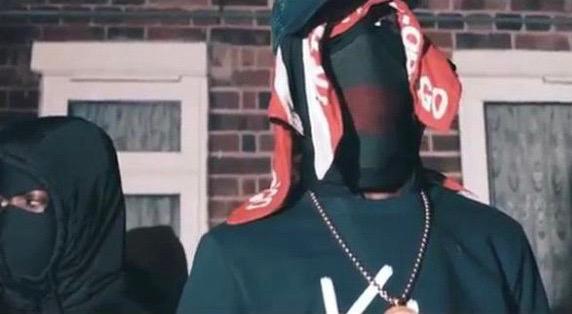 """Một cảnh trong video âm nhạc có tên """"No Hook."""" của nhóm nhạc """"drill"""" rap 1011 trên YouTube. Video này bị buộc phải gỡ xuống theo yêu cầu của cảnh sát London"""