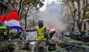 """Pháp: Phong trào """"Áo vàng"""" tiếp tục leo thang bạo lực"""