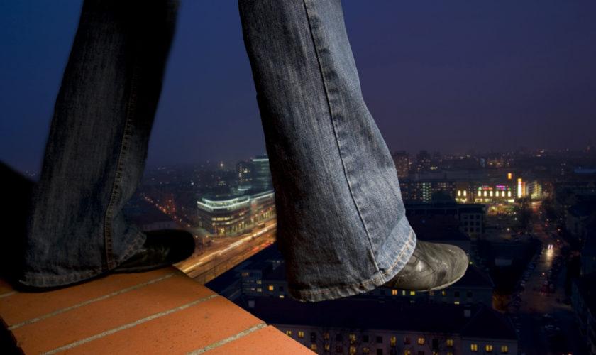 Cuối cùng bệnh nhân đã nhảy từ tòa nhà cao xuống mà không để lại bất cứ di ngôn nào. (Ảnh qua Jarrod King)