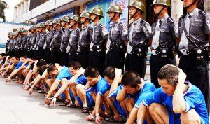 """""""Công xưởng đen"""" tại Tân Cương, nơi nhà tù biến thành trại lao động cưỡng bức"""
