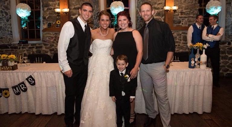 Cô dâu có tấm lòng cao cả dành cho con trai và vợ cũ của chồng. (Ảnh từ Bored Daddy)