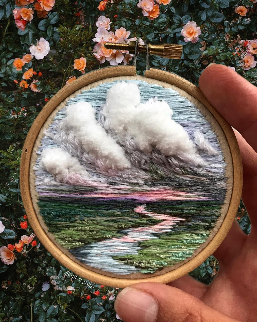 Kỹ thuật thêu 3D miêu tả sống động vẻ đẹp của thiên nhiên mây trời. 2