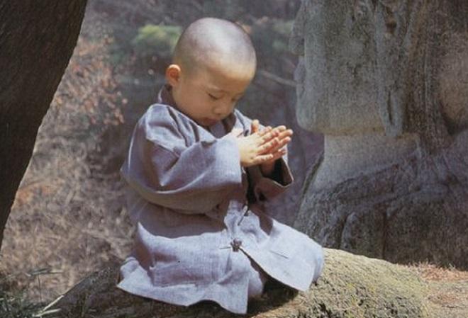 Ông chủ Lý sinh được đứa con trai đặt tên là tiểu hòa thượng. (Ảnh minh họa)