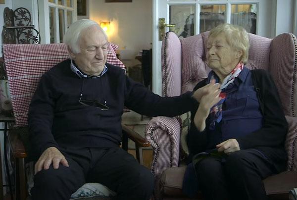 80 tuổi ông vẫn học trang điểm chỉ để thay thế đôi mắt cho bà và giúp bà luôn thấy mình xinh đẹp h3