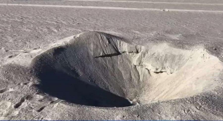 """""""Thiên thạch"""" được tìm thấy dưới một hố cát bí ẩn trên bãi biển nước Mỹ"""