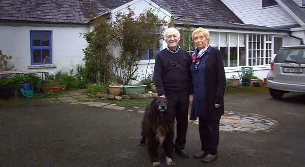 80 tuổi ông vẫn học trang điểm chỉ để thay thế đôi mắt cho bà và giúp bà luôn thấy mình xinh đẹp - H1