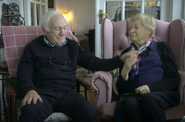 80 tuổi ông vẫn học trang điểm chỉ để thay thế đôi mắt cho bà và giúp bà luôn thấy mình xinh đẹp - H3