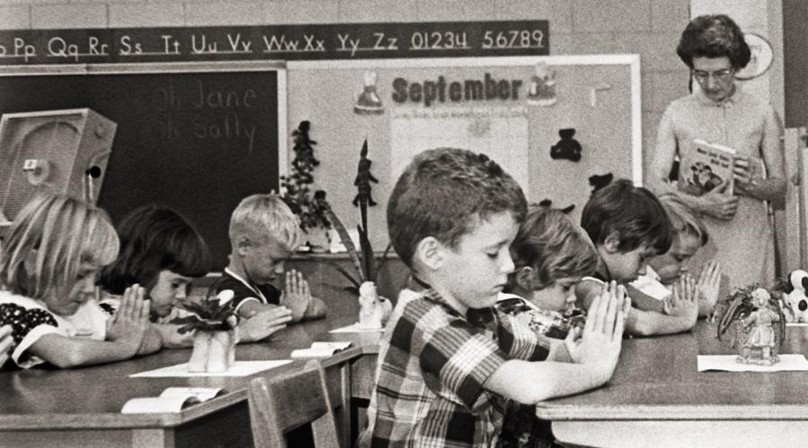 Tổng thống Trump ủng hộ các lớp học Kinh Thánh trong trường học công lập