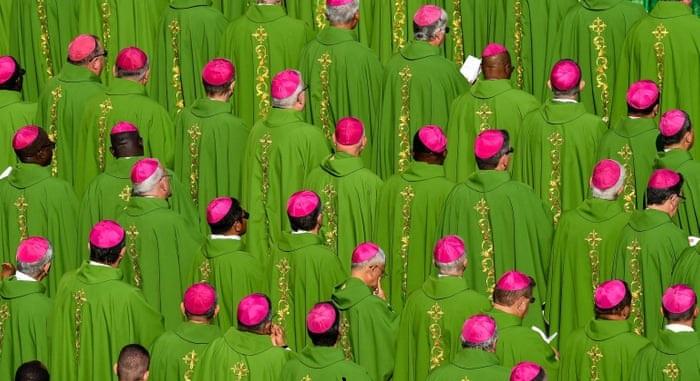 Quyển sách tiết lộ 80% nhân viên của Vatican là người đồng tính. Ảnh 1