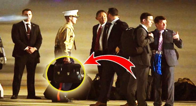 """Bên trong chiếc """"vali hạt nhân"""" siêu quyền lực của TT Mỹ có những gì?"""