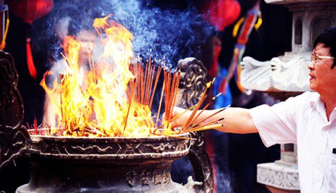 Trong phép thờ cúng, điều tối kỵ nhất là kinh động tới lư hương - H1