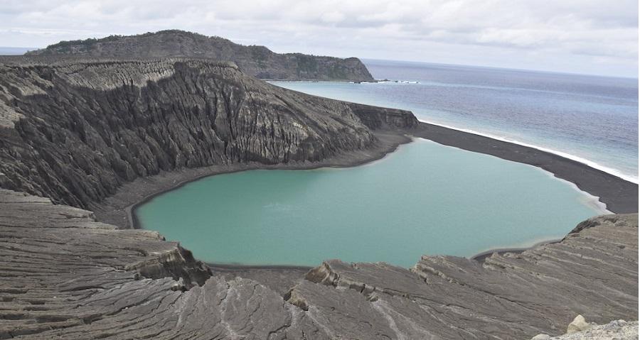 Hòn đảo núi lửa bí ẩn khiến NASA kinh ngạc. Ảnh 1