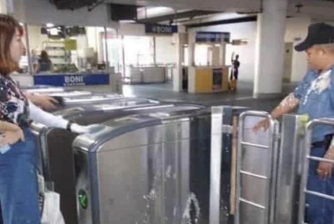 Philippines: Nữ sinh Trung Quốc tấn công cảnh sát bằng tào phớ.2