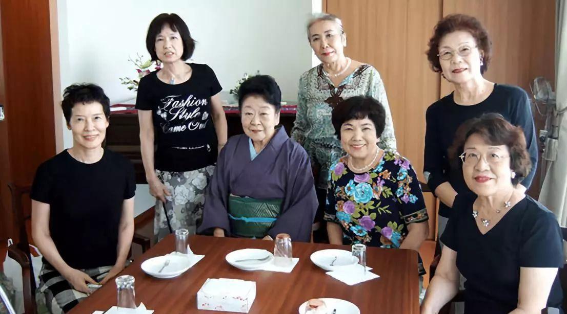 7 cụ bà độc thân sống chung một nhà. (Ảnh qua sitdtb.com)