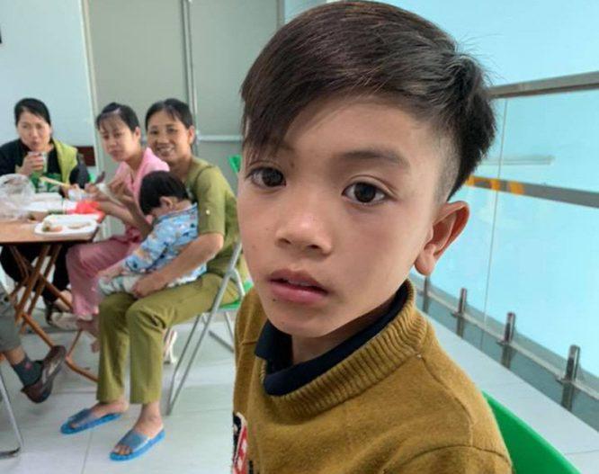 Cậu bé 13 tuổi đạp xe không phanh từ Sơn La xuống Hà Nội thăm em ở viện - H2