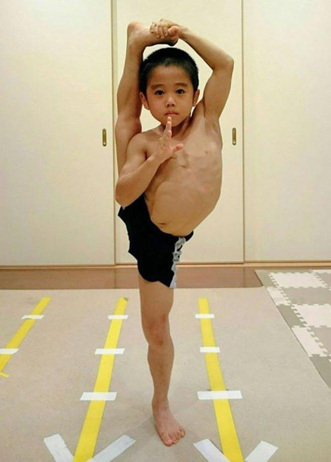 'Truyền nhân của Lý Tiểu Long': Biết múa côn nhị khúc từ năm 4 tuổi!14
