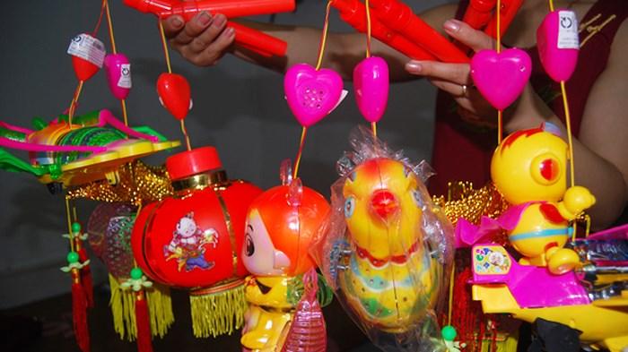 Trung Quốc: Sử dụng chất thải y tế để chế tạo tã lót và đồ chơi trẻ em - H1