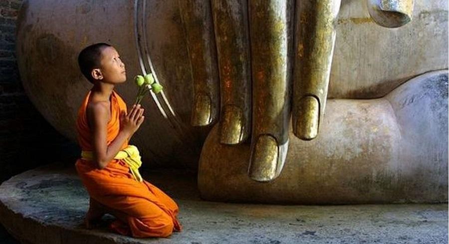 """Truyện cổ Phật gia: Dòng chữ """"Phật bất linh"""" trên tay vương tử từ đâu mà ra?"""