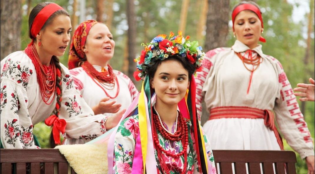 Vương miện hoa: Biểu tượng cho sự trinh tiết của những cô gái Ukraine