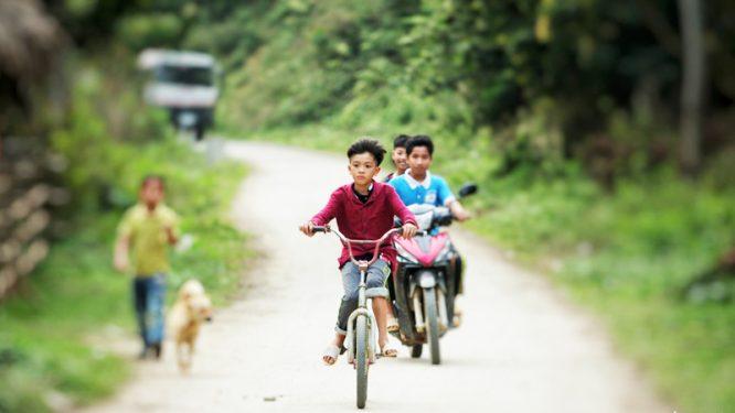 Cậu bé đạp xe hơn 100km để thăm em: Cộng đồng mạng tặng em 1 xe địa hình mới cứng - H3