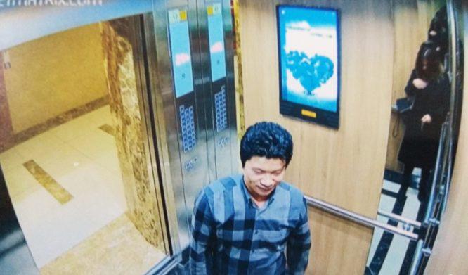 Bất bình vì án phạt 200 ngàn đồng, cư dân mạng hô hào dán hình kẻ sàm sỡ nữ sinh lên thang máy.1