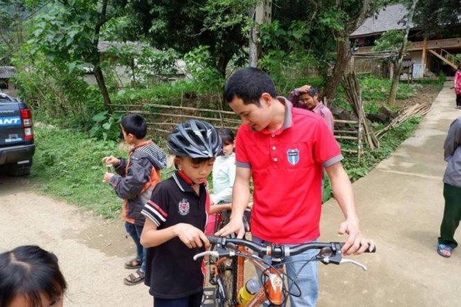Cậu bé đạp xe hơn 100km để thăm em: Cộng đồng mạng tặng em 1 xe địa hình mới cứng - H4