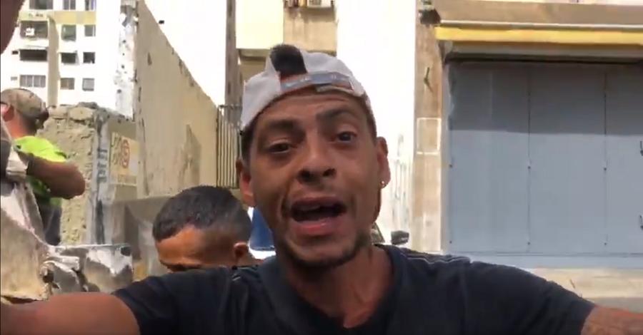 Thanh niên Venuezuela ăn rác vì quá đói: Maduro không xứng làm tổng thống