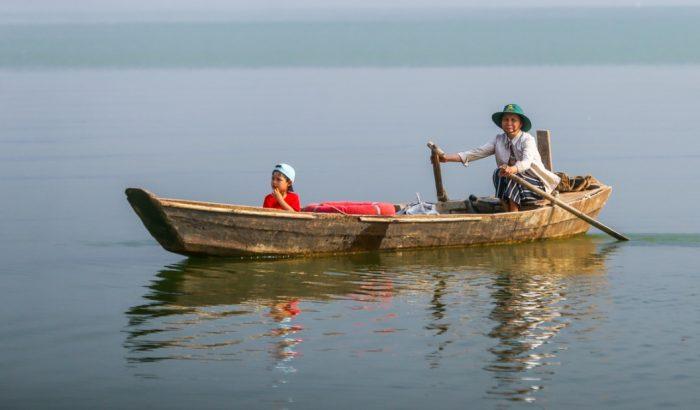 Cuộc sống thanh bình của đôi vợ chồng trên hòn đảo giữa lòng hồ Trị An.8