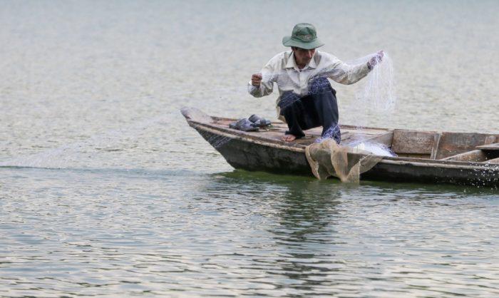 Cuộc sống thanh bình của đôi vợ chồng trên hòn đảo giữa lòng hồ Trị An.9