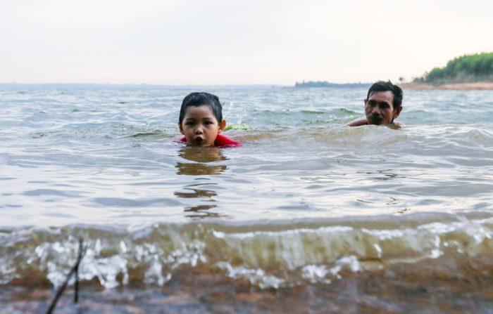 Cuộc sống thanh bình của đôi vợ chồng trên hòn đảo giữa lòng hồ Trị An.10