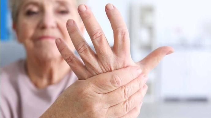 Nhận biết tình trạng sức khỏe tiềm ẩn của bạn qua 10 dấu hiệu trên bàn tay.5