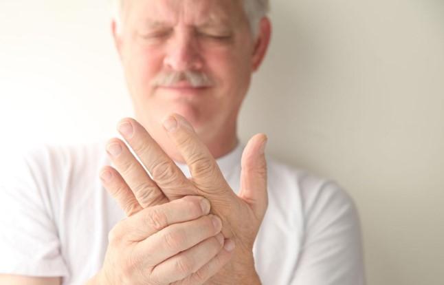 Nhận biết tình trạng sức khỏe tiềm ẩn của bạn qua 10 dấu hiệu trên bàn tay.6