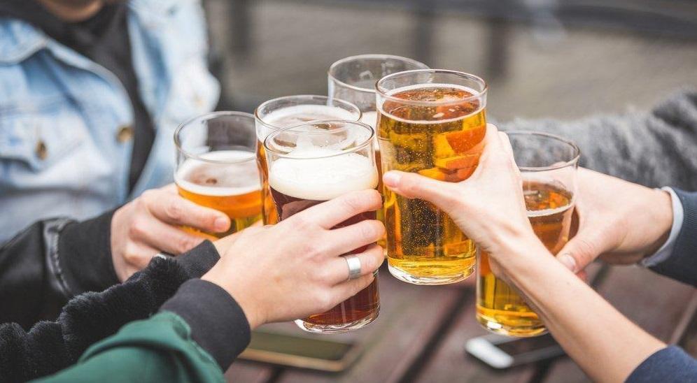 """Rượu bia: Những trận chiến """"kiêu hùng"""" và bất tận trên bàn nhậu"""