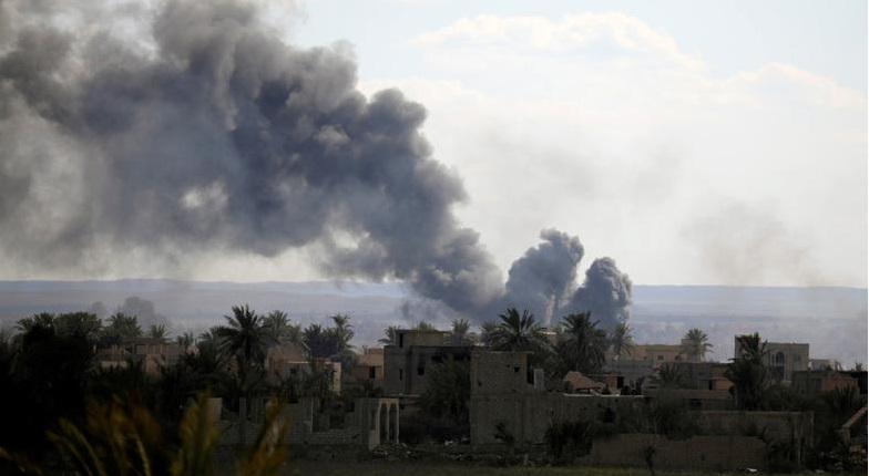 IS kháng cự quyết liệt, dùng bom xe cố thủ vùng đất cuối cùng. Ảnh 1