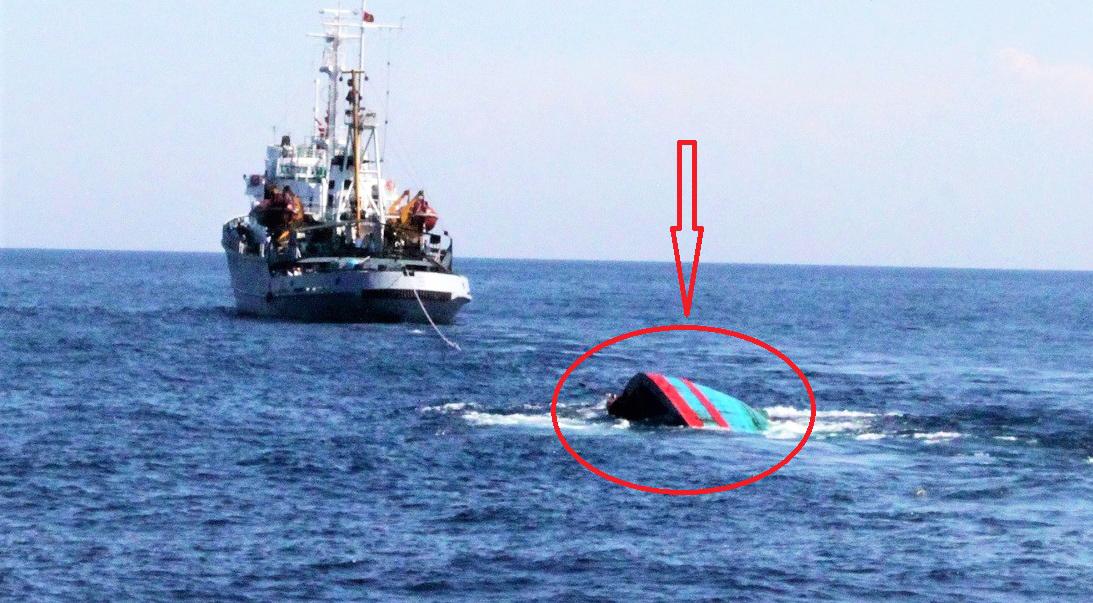 Một tàu cá của ngư dân miền Trung bị tàu nước ngoài đâm chìm được tàu cứu hộ kéo về. (Ảnh minh họa qua Zing.vn)