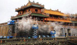 Cố đô Huế: Làm sạch Cổng Ngọ Môn bằng hơi nước nóng