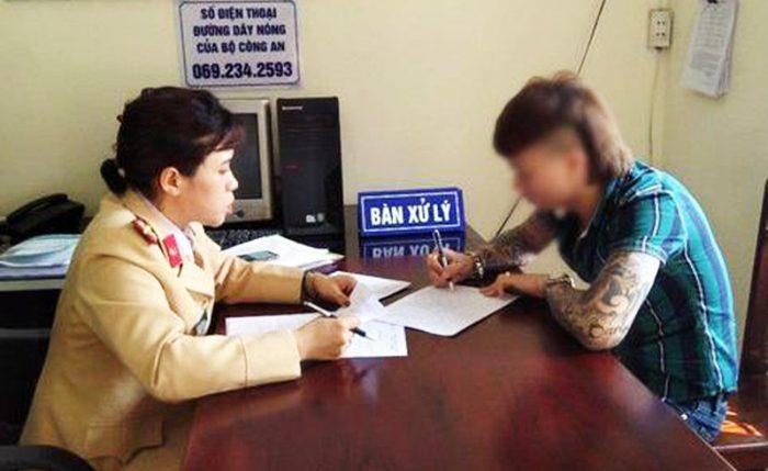 Sau khi tung video đốt xe, Khá Bảnh bị Công an Bắc Ninh bắt giữ.3