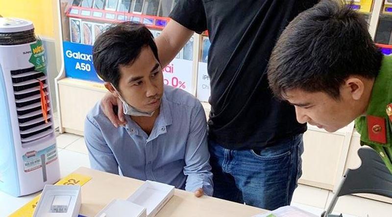 Đồng Nai: Bắt thanh niên dùng giấy tờ giả mua 150 triệu đồng hàng trả góp.1