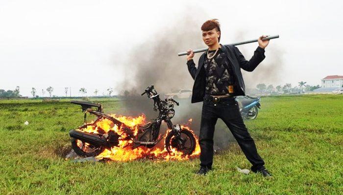 Sau khi tung video đốt xe, Khá Bảnh bị Công an Bắc Ninh bắt giữ.1