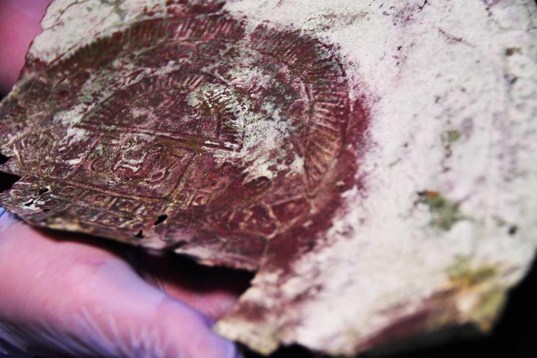 Tìm thấy chiếc mặt nạ cổ 10.000 năm tuổi chế tác từ 'Kim loại hiếm ngoài Trái đất' - ảnh 2