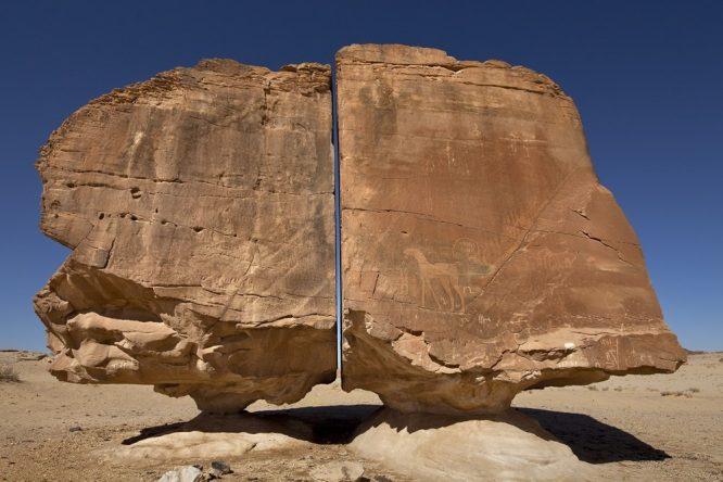 Tảng đá Al-Naslaa ở Ả Rập Saudi
