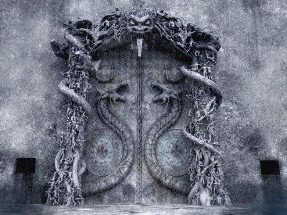 Cánh cửa hầm B khắc hình hai con rắn hổ mang lớn đang làm nhiệm vụ bảo vệ. (Ảnh qua trithucvn.net)